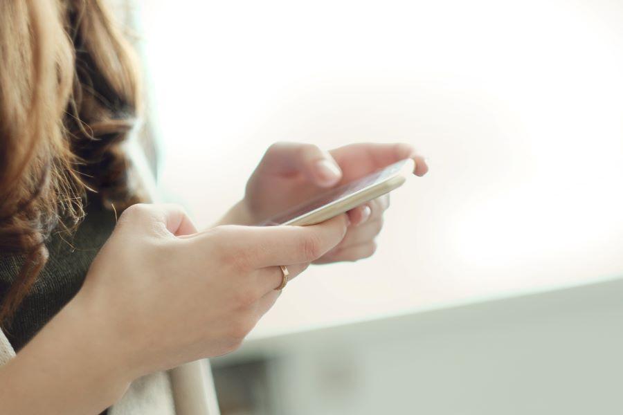 Scopri la praticità della cartomanzia al telefono